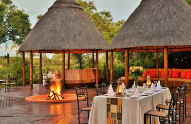 Hoyo Hoyo Safari Lodge - Deck Dinner Setup